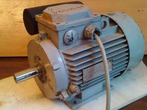 Электродвигатель 220 в. 1,5 квт