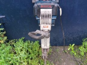 Электрический отбойный молоток (бетонолом bosch)