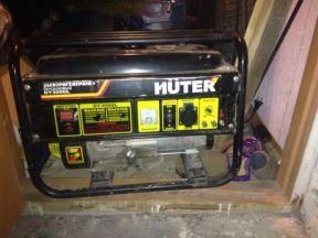 б/у бензиновый генератор Huter DY3000L