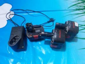 Зарядное, акумуляторы и кейс для шуруповерта Bosh