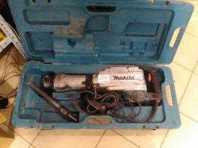 Отбойный молоток Makita HM 1304