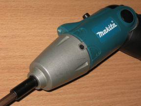 Аккумуляторная отвертка makita 6722D
