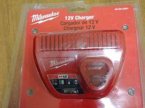 Milwaukee M12 зарядное устройство 220V (новое)