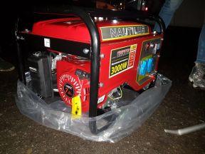 Бензиновый генератор 3кВт