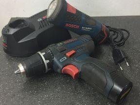 Шуруповёрт bosch с фирменным фонарем и зарядником