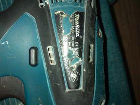 аккумуляторный шуруповёрт dfмаkita 330d