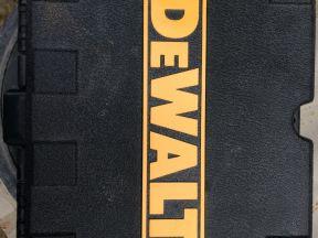 Лазерный нивелир DeWalt DW085