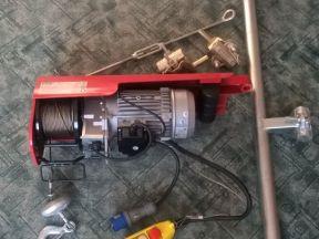Строительная электрическая лебедка