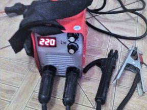 Сварочный аппарат 220 ампер + маска, почти новые