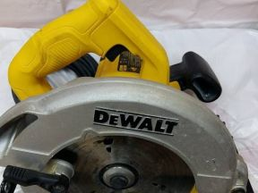 Циркулярная пила Dewalt Dwe560