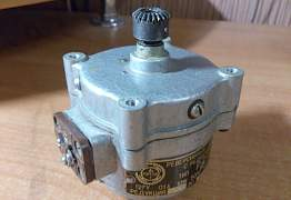 Реверсивный двигатель с редуктором