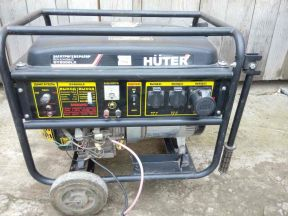 Бензиновый генератор (6.5 кВт) Huter DY8000LX