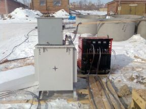 Трансформатор для прогрева бетона с проводами
