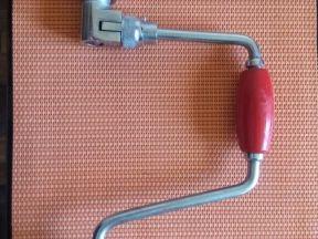 Ручная дрель-коловорот