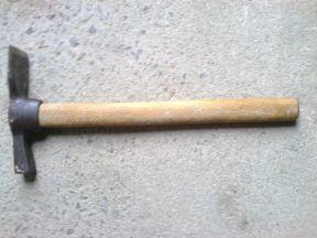 Молоток-кирка каменщика с деревянной рук СССР