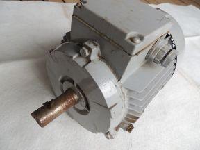 Двигатель асинхронный. 1.1kw 1420 Р/min 220/380v