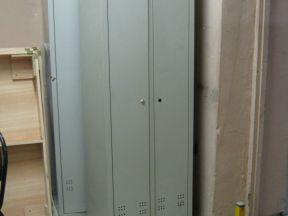 Шкафы металлические двустворчатые