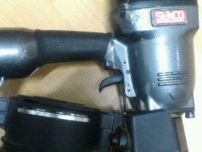 Гвоздезабивной пистолет пневматический (нейлер)