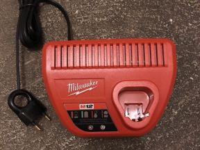 Зарядное устройство milwaukee С12 C