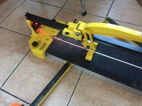 Плиткорез с лазерным наведением