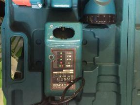 Кейс Makita с зарядкой, аккумулятором и фонарем
